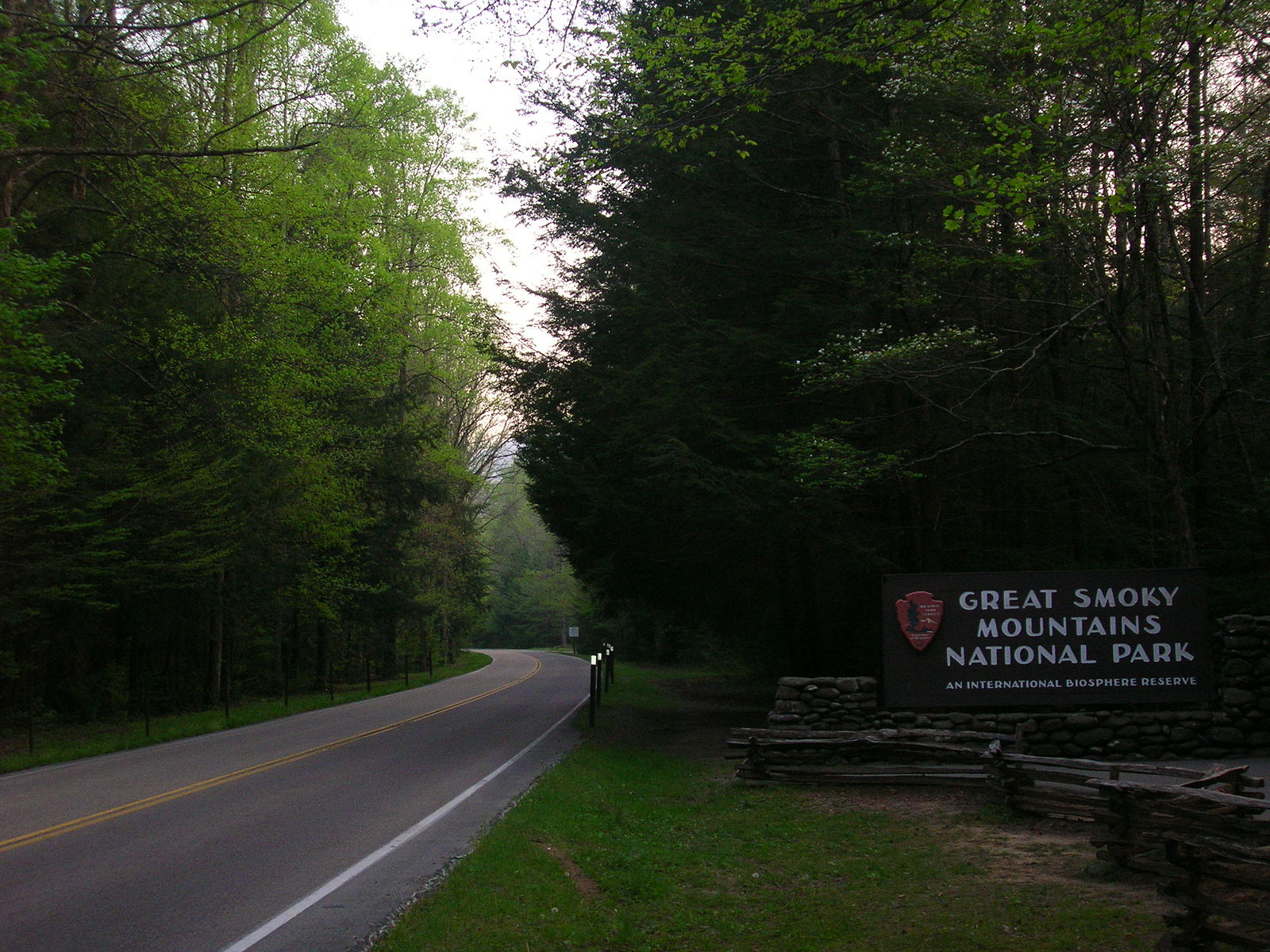 Main_Entrance_to_the_Great_Smoky_Mountains_National_Park_from_Gatlinburg,_Tennessee