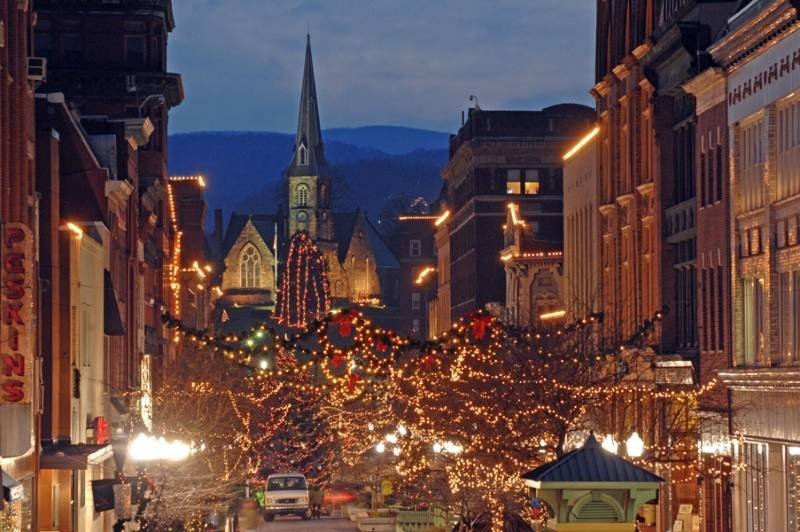 Holiday-Lights_Dowtown-Cumberland-MD